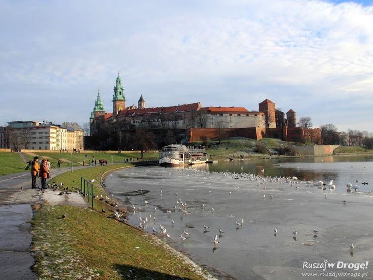 Sylwester w Krakowie? Czemu nie! Warto zostać na cały noworoczny tydzień: szwendać się po rynku, poznawać krakowskie knajpy i spacerować nad Wisłą.