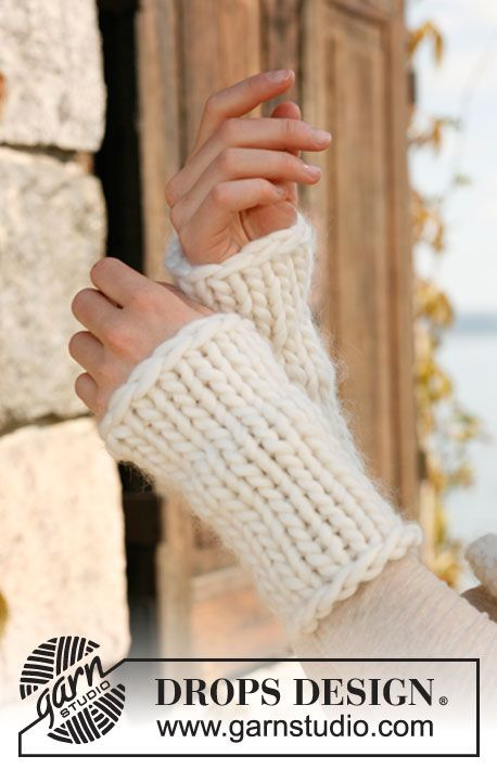 """Easy beginner project: Knitted DROPS wrist warmers in """"Polaris"""". ~ DROPS Design"""