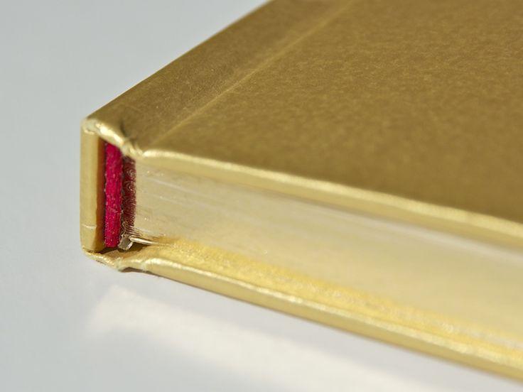Siamo specializzati nell'impaginazione e stampa di libri da oltre vent'anni. curando l'aspetto editoriale nel dettaglio.