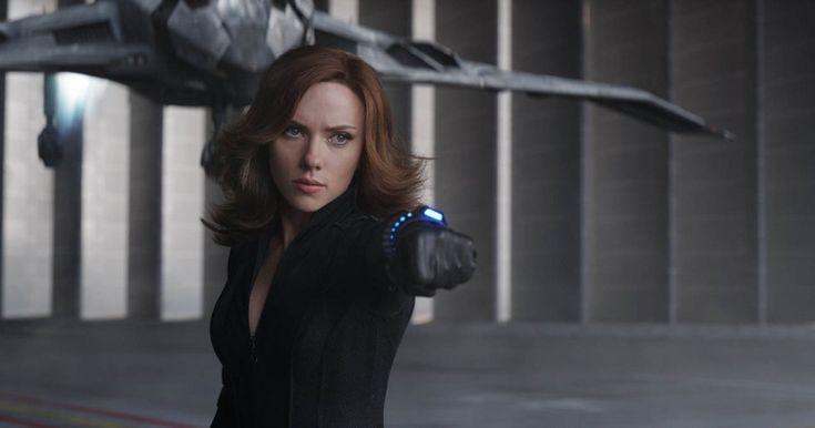 Mientras Marvel se demora en darle una película propia a Viuda Negra, interpretada por Scarlett Johansson, DC le tomó la delantera y Wonder Woman apunta a éxito. Este personaje ha aparecido junto con el resto de los Vengadores en una saga que todavía parece tener mucho de sí que dar.