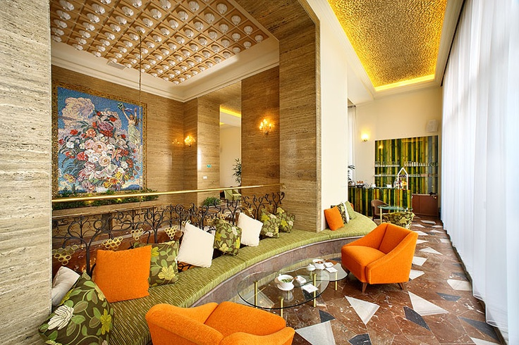 Club Lounge area in the 15th floor - there is a unique staircase right in the middle of the tower, connecting 14th and 15th floor