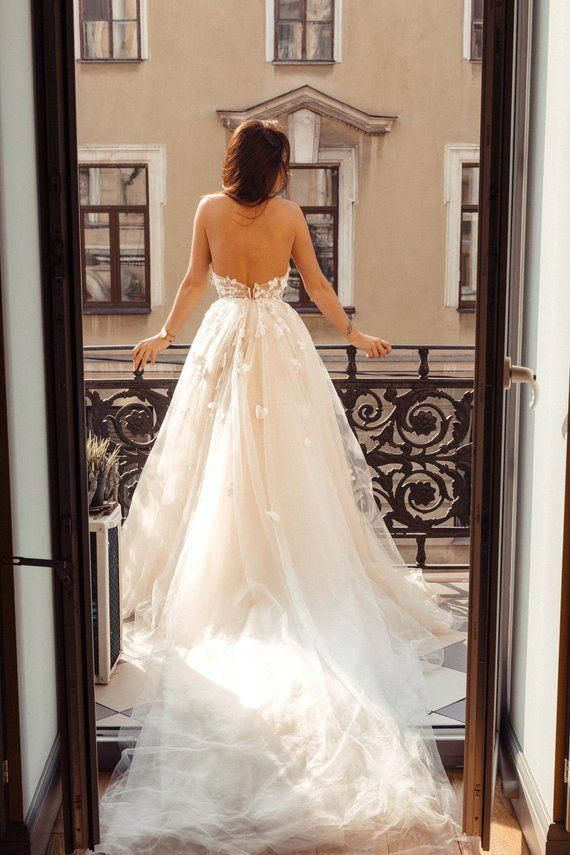 25b322f9fe The styles of bridal gown alter with the seasons however there are a few  traditional designs