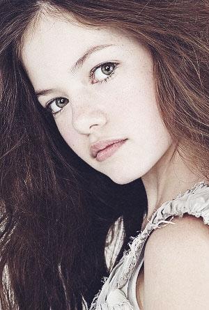 Mackenzie Foy as renesmee Cullen from breaking dawn part 2