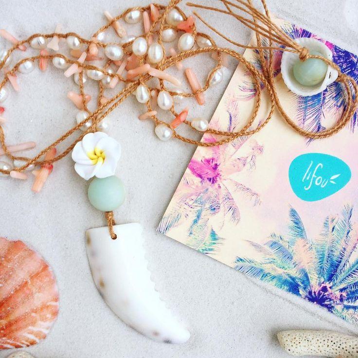 Lifou shell pendant with cute hawaiian flower, corals & pearls