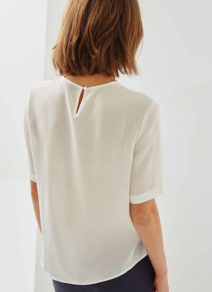 White silk blouse from Adolfo Dominguez. Queen Letizia combined the skirt with a new 100% white Mulberry silk blouse. It has the neck box, cut fluid, short sleeve and teardrop buttoned at the back with keyhole opening and available on sale for $139 at Adolfo Dominguez.