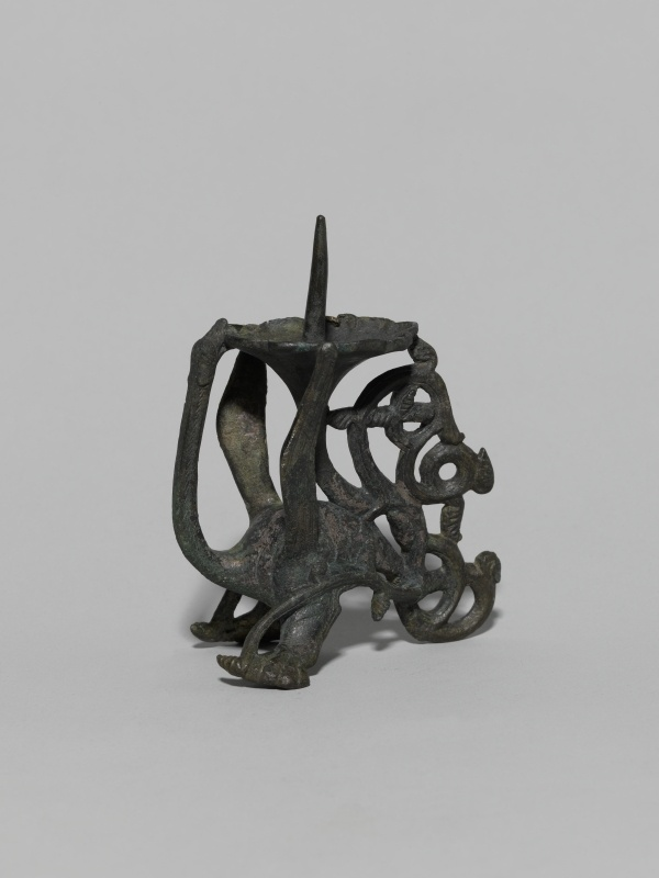Dragon candlesticks (candlesticks in bronze), Middle to 2 Half of the 12th Century, Materials: Copper alloy, cast chased; Dimensions: H. 14.2 cm; L. 11.6 cm