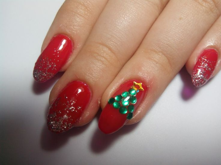 Easy Christmas nails perfect for the Christmas season and easy to make!