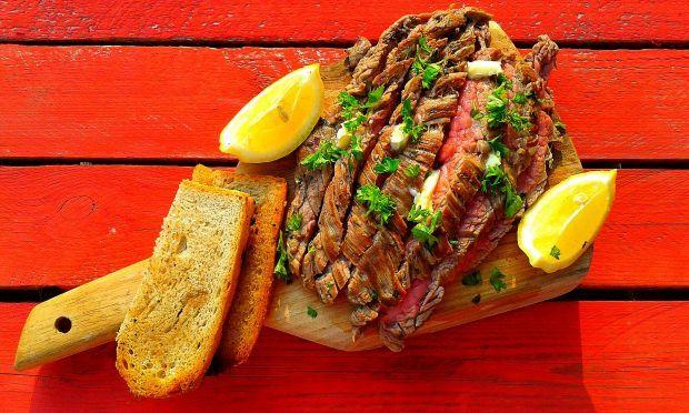 Grillowany w włoskim stylu stek bavette. Rozpływa się w ustach!