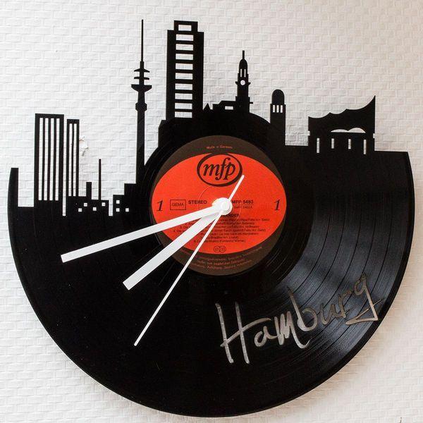 Wohnaccessoires - Schallplattenuhr Skyline Hamburg - ein Designerstück von GRAVURZEILE-DE bei DaWanda