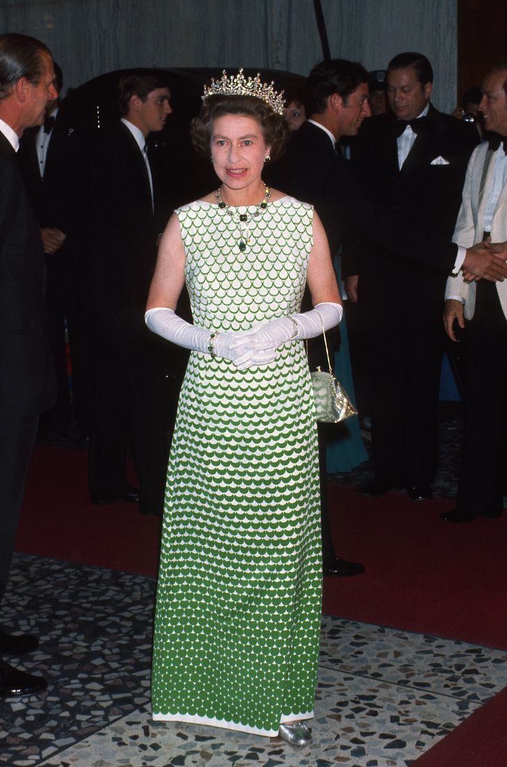 What Elizabeth Ii Used To Wear Before She Found Her Universal Style Queen Elizabeth Royal Dresses Queen Elizabeth Ii [ 1102 x 728 Pixel ]