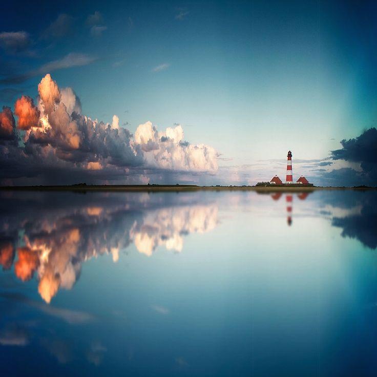 Lighthouse & Clouds Cabe a mim, e a todos; Identificar a obra na obra, sempre bom ao primeiro desenvolvedor da obra. Identificar faz viver a cena, é profissionalismo e personificação. Isto será ouvido em todos os posts sem identificação.♔.!.
