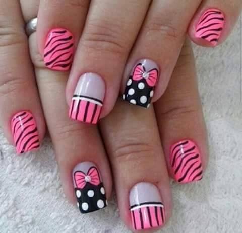 uñas frances rosa y negro rayas, lazo, puntos y animal print