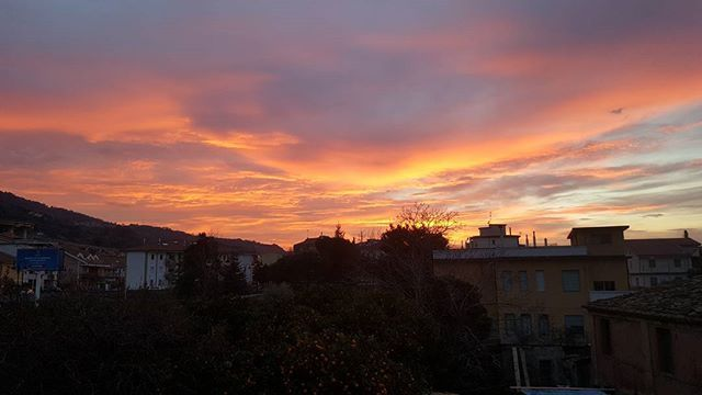 #ViboMarina #naturephotography #sky #sunset #belgium #sunrise_sunsets_aroundworld #picoftheday #evening #skylovers #pinksky #naturelovers #cielo #tramonto  #nature_perfection #winter #inverno #landscape