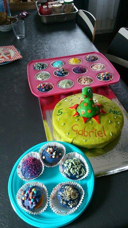 Gâteau dinosaure et cupcake pour l anniversaire de mon loulou.