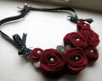 Felt flowers necklace