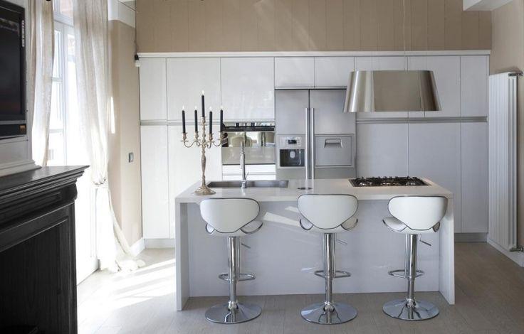 Dunstabzugshaube aus Edelstahl mit minimalistischen dezentem Design