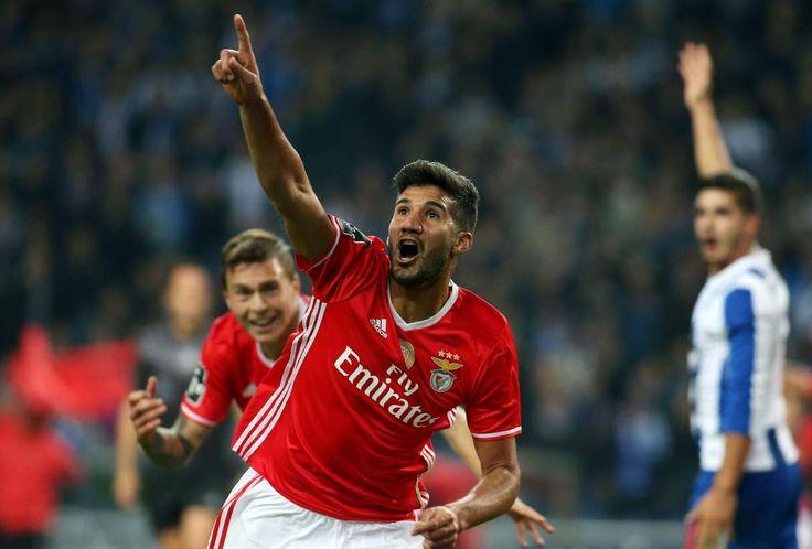 Um golo de Lisandro López aos 93 minutos permitiu hoje ao Benfica empatar em casa do FC Porto, em jogo da 10.ª jornada da I Liga de futebol, com os 'encarn
