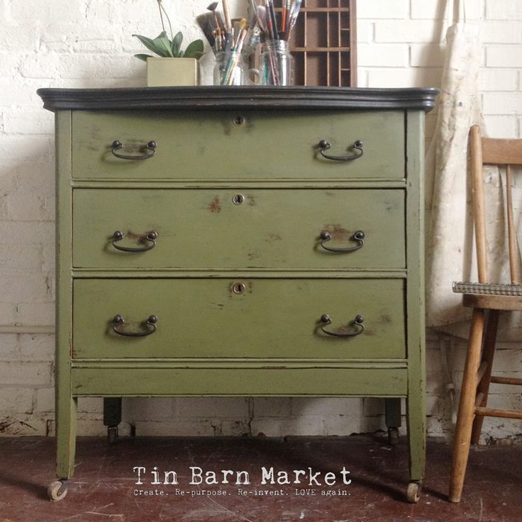 This small dresser was finished in a combination of Olive and Graphite Chalk Paint® decorative paint by Annie Sloan | By stockist Tin Barn Market of Almonte, Ontario https://www.facebook.com/866453600056134/photos/pcb.891525364215624/891523007549193/?type=1&theater