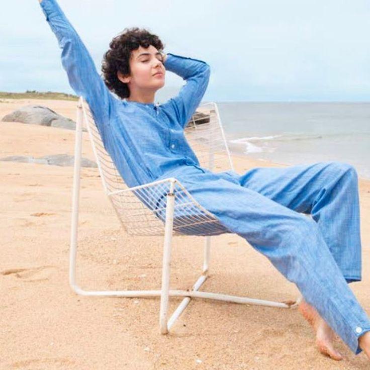 Transe du bleu ciel, transe de la simplicité, transe du pantalon qui va avec la chemise, transe de pas de plâtre. C'est chez @soeur_paris printemps été 2017. It means : well, I'll there one day. Wearing blue dreams. Elegance is a trance. #soeurparis #eleganceisatrance