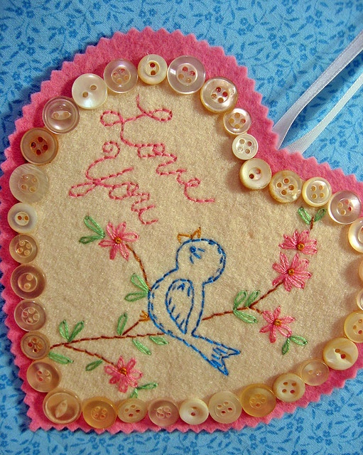 Blue Bird, comme Ménène aimait les broder sur nos range-serviettes...