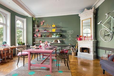 """La semana pasada entramos en un piso nórdico muy colorido y hoy vamos a conocer el resto de la casa. ¿Vienes? Nos encanta este color verde """"Salvia"""" #shopnordico #pisonordico #deconordico #isabellemcallister #deco #nordic"""