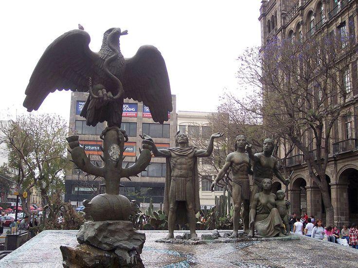 Escultura mexicana que recuerda el sitio de la fundación de Tenochtitlan. Mexican Sculpture Remembering The Site For Tenochtitlan Foundation - Flag of Mexico
