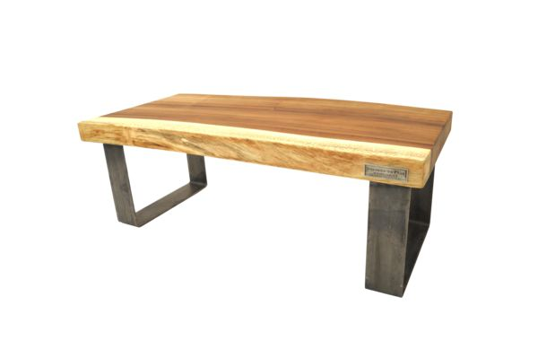 "Table de salon en parota. Dimensions: 20"" haut x 20"" large x 48"" long."