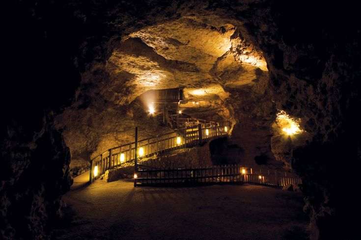 Crystal Cave, Spring Valley, WI