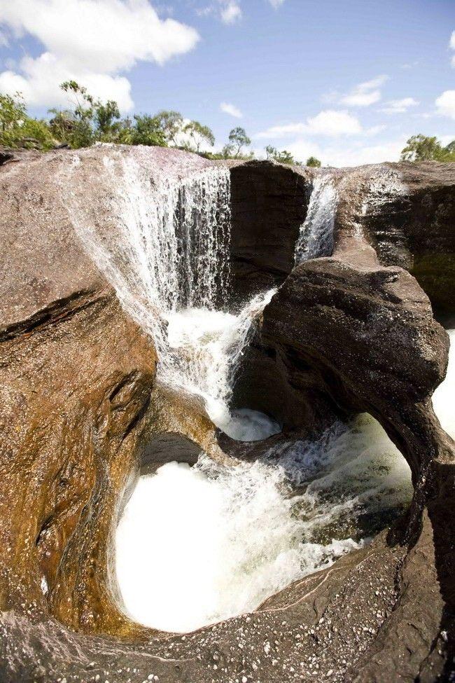 Colombia - Caída en Rio Cristal, Sierra de la Macarena.