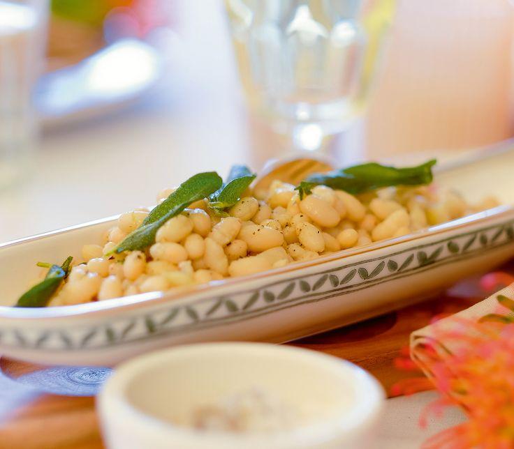 Weisse Bohnen sind Alleskönner: Unser Rezept lässt sich als Beilage, einzelnes Gericht oder als Antipasti servieren.