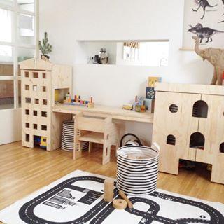 De speelhoek WAS opgeruimd....☺️... Wat zijn zaterdagen toch fijn  #speelgoed #speelhoek #kinderkamer #kinderhoek #dertigzes #hmhome #housedoctor #hout #natural #licht #opbergen #opruimen #kinderspeelgoed #spelen #play #playing #childeren #kinderen #home #woonkamer #interior #interiør #interieur #instahome #kidsroom #instagram_kids #kidsperation