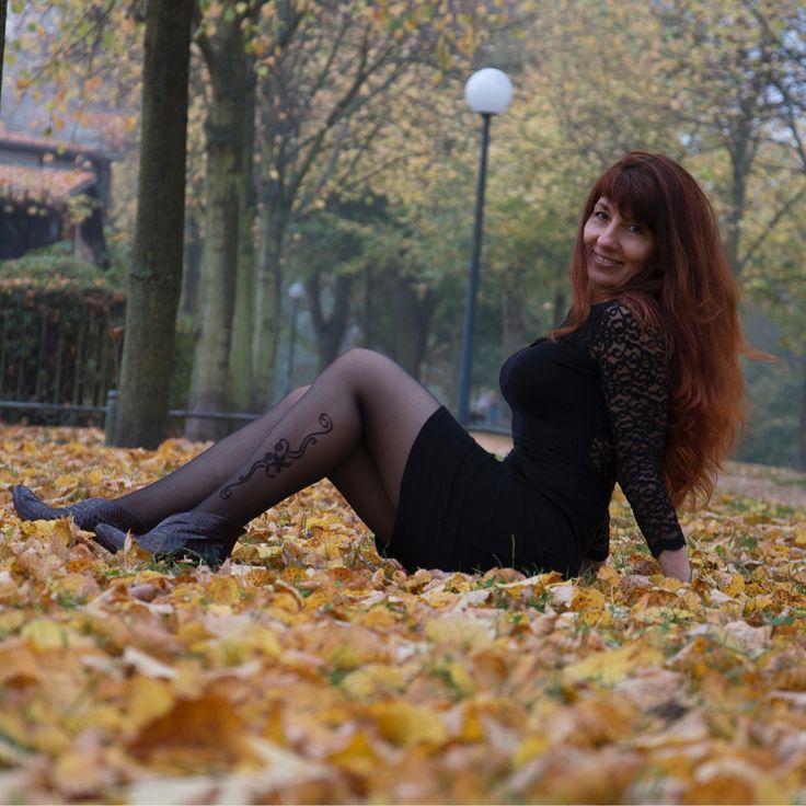 Romantische und verspielte Laune... in diesen Strumpfhosen ist es unmöglich, sich anders zu fühlen... :) Das gefällt sowohl mir, als auch meinen Mitmenschen .. :) www.melady.de  Foto von Tobi Engel #strumpfhose  #berlin #herbst #gutelaune  #dress #langehaare  #hamburg #karstadt #münchen  #romantik #wetter  #gutaussehend  #schön #lustig #hannover #köln #stuttgart #dresden #düsseldorf #nylon