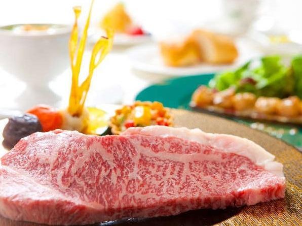ご当地グルメ「豊後牛」きめ細かい霜降りを持ち、まろやかでとろけるような風味を持つ。