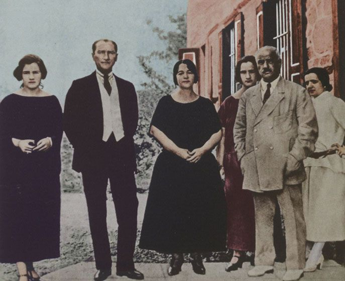 MustafaKemalPasha&LatifeHanim&Family early1923 - Latife Uşşaki - Wikipedia