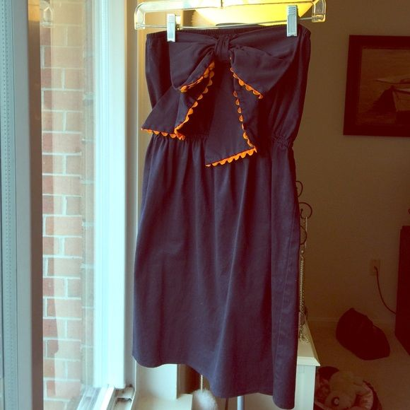 ⚡️FLASH⚡️Judith March Navy & Orange Bow dress Totally adorable navy Judith March bow dress! Orange accent and elastic waist make it super comfy! I just noticed the bow in front is a bit loose, just needs a little thread:) other than that excellent condition! Judith March Dresses