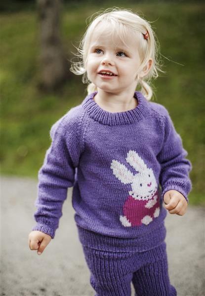 1418: Modell 4 Frøken kanin genser og bukse  #Karsten #Petra #Løveungen #FrøkenKanin #strikk