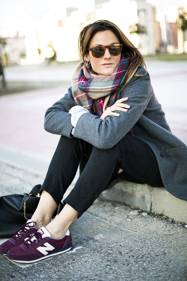 Fall Outfit. Bordeaux new balance. Grey coat. Fashion trend.