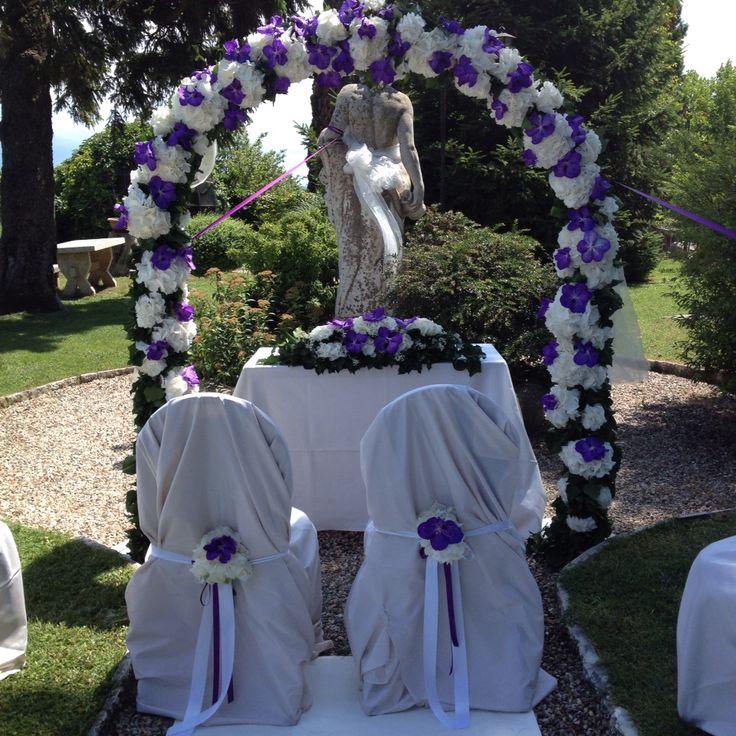 Arco di ortensie bianche e Vanda blue magic in giardino!