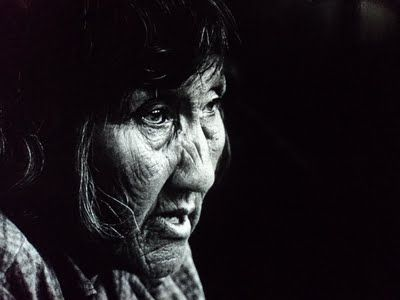 Lola Kiepja en 1966. Foto de Anne Chapman. Pueblo aborigen de la Isla Grande de Tierra del Fuego