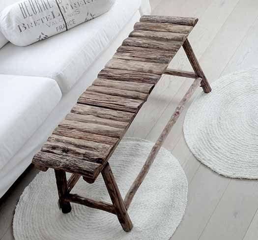 ☆   Wooden bench