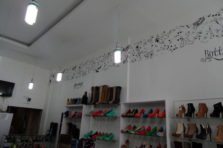 Cenefa para almacén de calzado Bottini En Bogotá tel. 3176746222 - 6087286 contactanos@gfdecoraciones.com