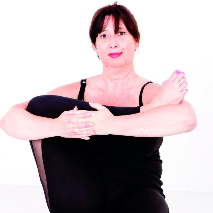 Baby Cradle pose is een heup opener en stretches de hamstrings en de kuiten. De pose  masseert de organen, het spijsverteringsstelsel, de darm, de lever en de nieren. Ook goed om de geest te relaxeren en kalmeren. #yoga #hipopener #seated #asana #namaste #antwerp #belgium #curves #curvy #curvyyoga #curvyqueenyoga #calcedonia