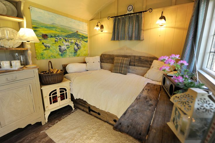 Shepherd Hut - I'd never heard of these until tonight on an English show. Adorable!