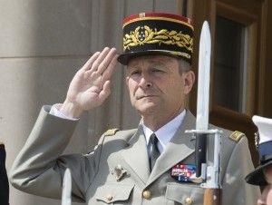 Jefe del ejército de Francia renuncia por desacuerdo con el presidente Macron