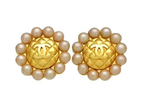Vintage Chanel earrings CC logo quilted round pearls by Chanel | Vintage Five