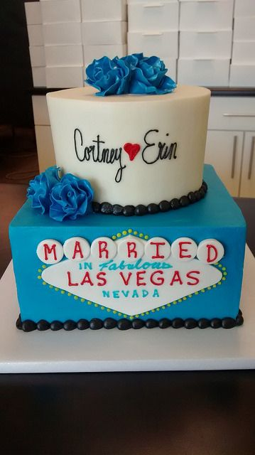 Retro Bakery in Las Vegas- they have a lot of cute cakes (not all Vegas themed)