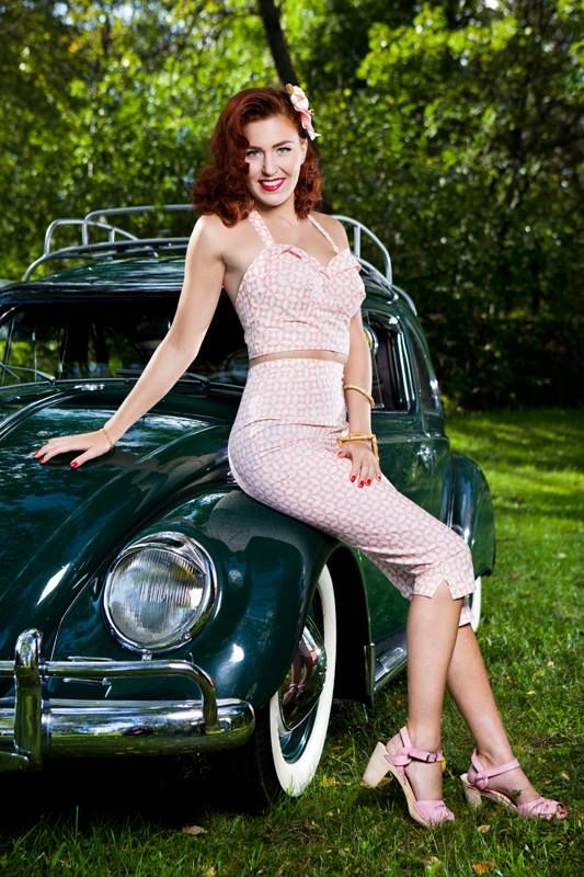 26 best images about pin up car pose ideas on pinterest cars girl car and pin up girls. Black Bedroom Furniture Sets. Home Design Ideas