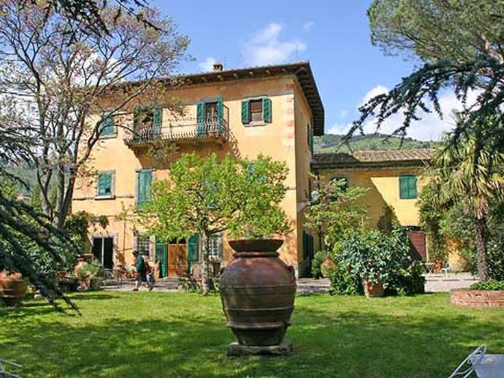 The Casa Olivina is a charming sight resting amidst the lush green hills of Cortona in the Val di Chiana. http://www.ciaoitalyvillas.com/tuscany-vacation-rentals/arezzo/cortona-villas/10781