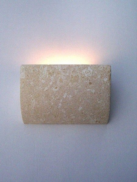 Stonebreakers BARCELONA € 290+ iva Applique alogena in pietra naturale 26 x 12 x 23 cm completa di impianto per lampadina alogena bipolare, max 200 watt.