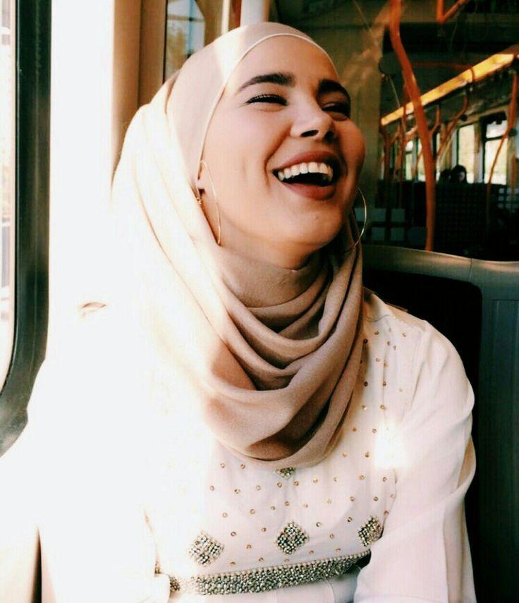 She is soo pretty*.*